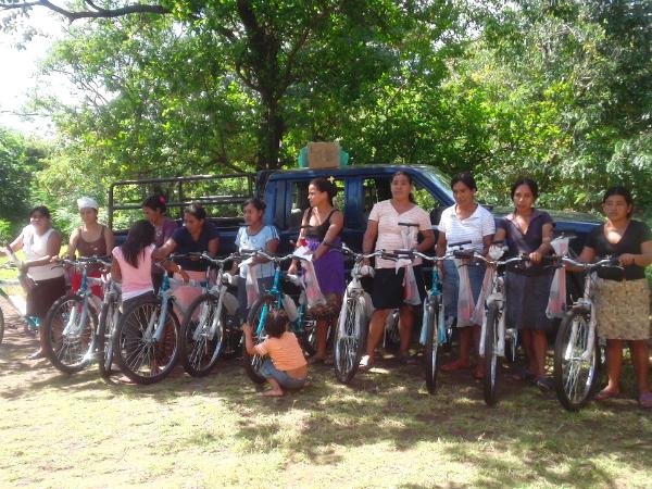 Mulleres con Bicicletas - Aguas Agrias